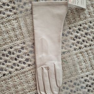 NWT💞VINTAGE OFF WHITE LEATHER GLOVES 💞